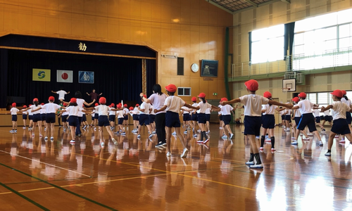 こちらの写真は踊りラストの「佐賀!!!」のポーズ。